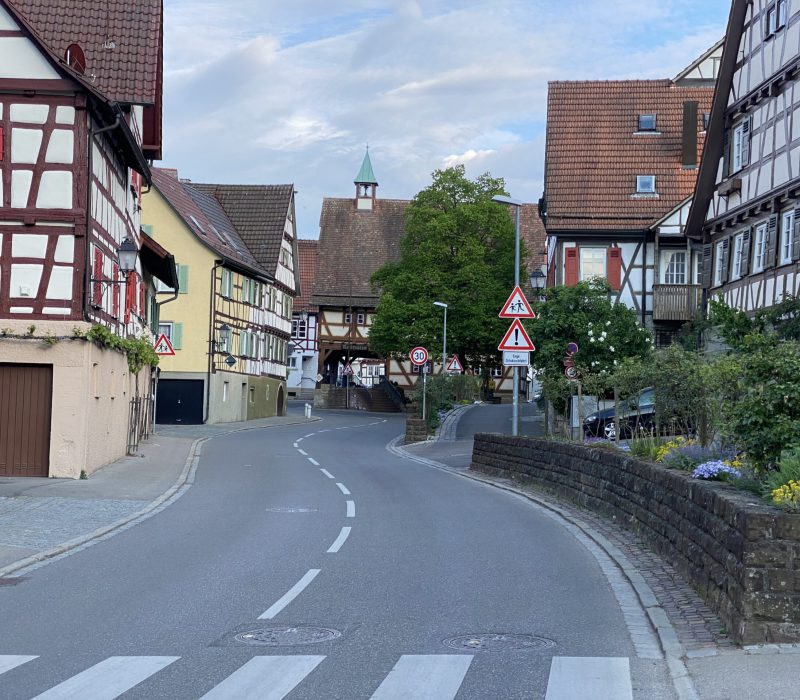 Ortsdurchfahrt Weinstadt Strümpfelbach Richtung Rathaus Strümpfelbach